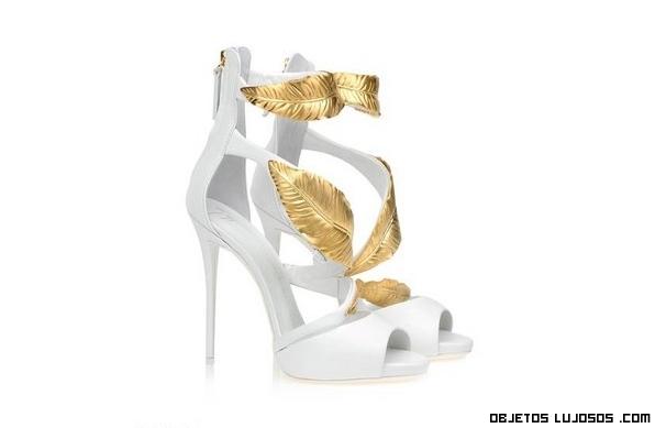 botines con hojas de oro