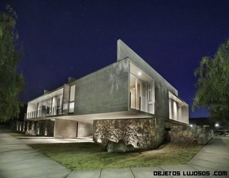 Casa en Argentina con base de piedra