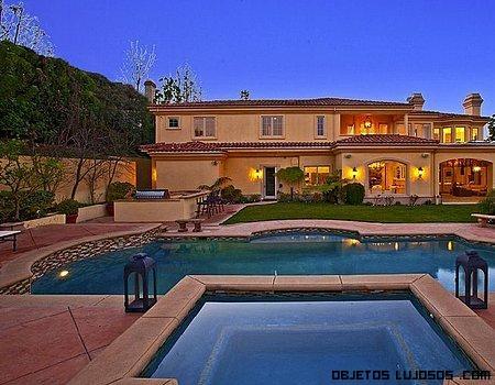 Casa de charlie sheen en venta for Casas de lujo con jardin y piscina