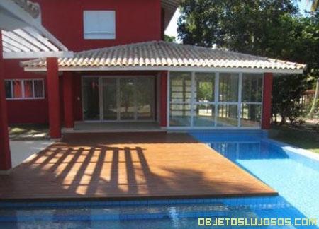 Casa de lujo con elegante piscina for Casas de lujo con jardin y piscina