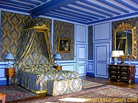 Dormitorio-en-mansion-lujosa