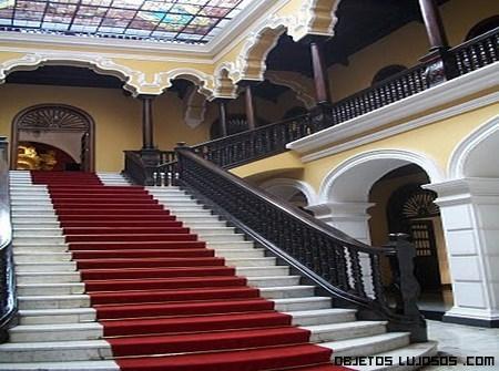 Escaleras lujosas for Escaleras con alfombra