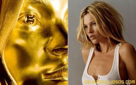 Escultura de oro de Kate Moss