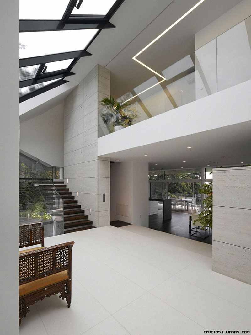 La villa a un lujo desde las alturas for Escaleras de casas de lujo