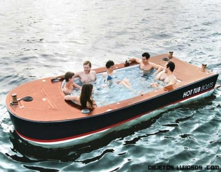 Paseo por el mar en un Jacuzzi flotante