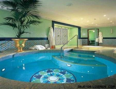 Jacuzzi de lujo en ba os modernos for Modelos de piscinas con jacuzzi