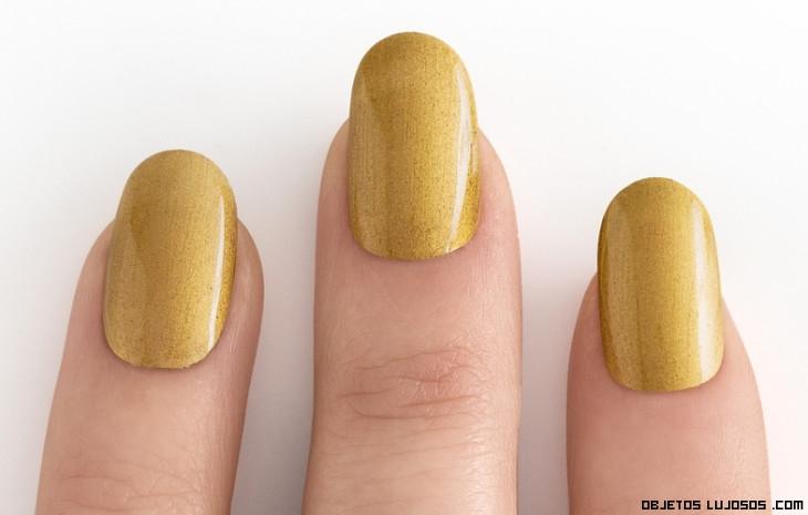 Manicura color oro