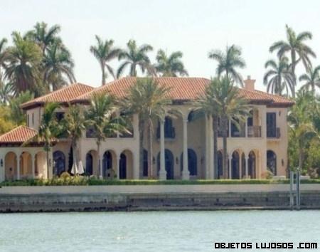 Billy Joel pone su mansión a la venta