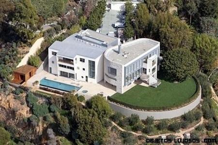 La mansión de Tom Hanks en un acantilado