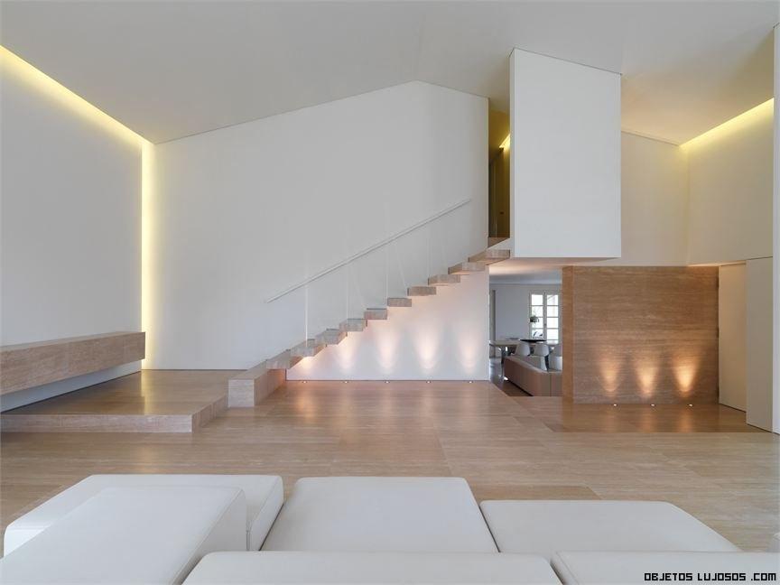 Una casa de lujo y minimalista en italia for Lujo interiores minimalistas