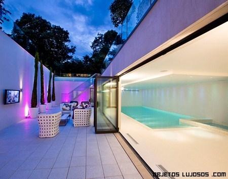 The mansion sobran las palabras for Mansiones con piscina