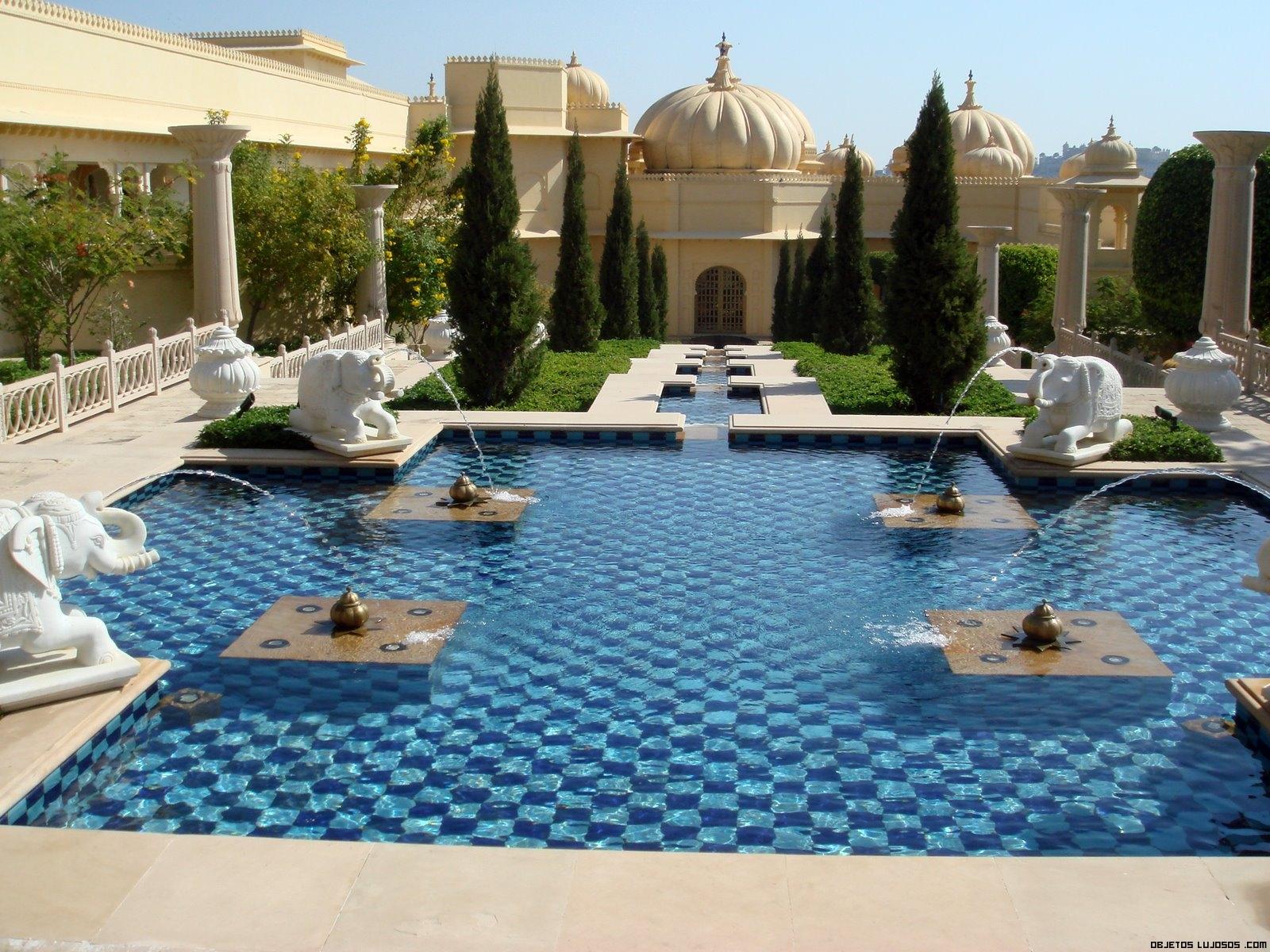 fuentes en jardines de hoteles