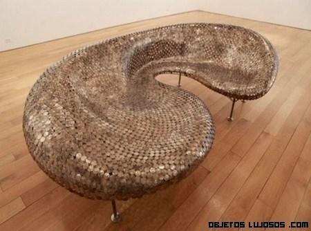 Una pieza exclusiva, sofá hecho de monedas