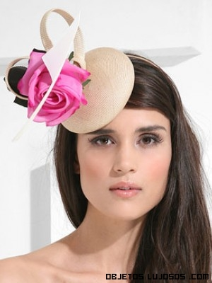 sombreros con flores de colores