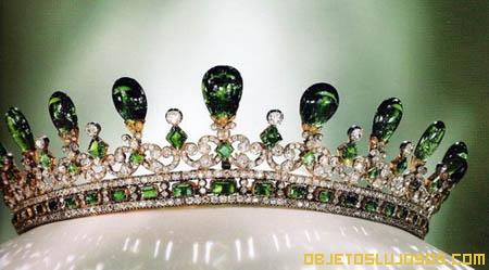 Tiara de esmeraldas y diamantes