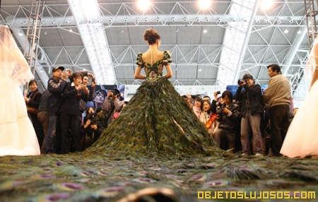 Vestido de plumas de Pavo Real 2