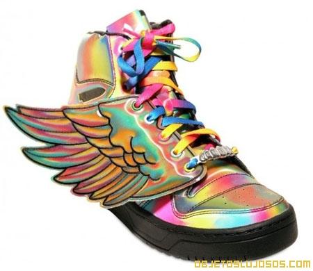Zapatillas-deportivas-con-alas-de-Jeremy-Scott
