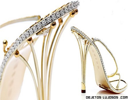 zapatos hechos con oro