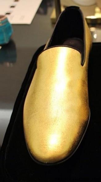 zapatos dorados para hombre