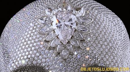 Obra de arte recubierta con 8601 diamantes