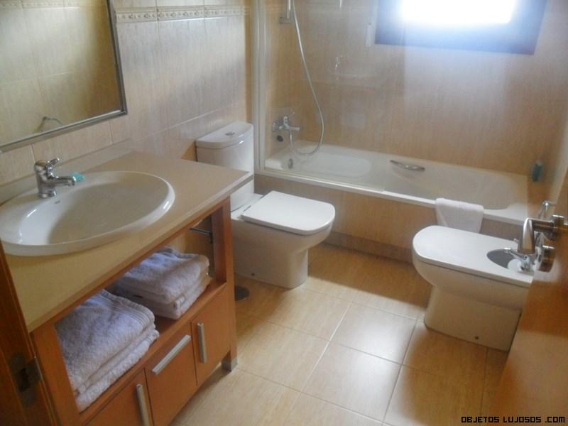 Apartamentos trisquel en sanxenxo for Banos modernos para apartamentos