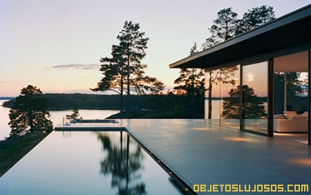 Casa con paredes de cristal