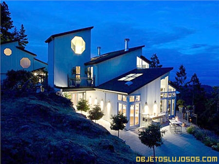 Casa de lujo con vista al océano