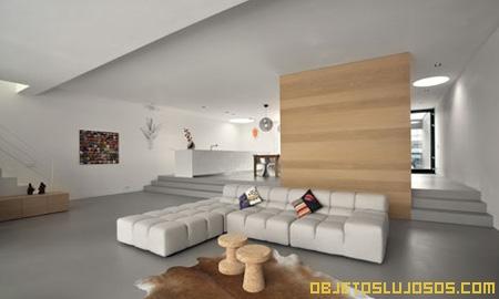 Casa moderna y minimalista for Ambientes minimalistas interiores