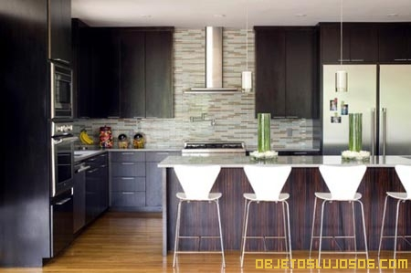 Casa lujosa con detalles sutiles for Decoracion piso minimalista