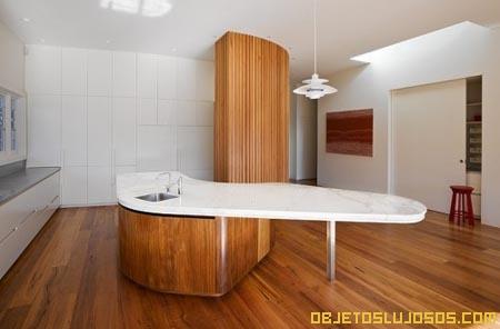 Una casa so ada la residencia carlton - Cocinas con estuco ...