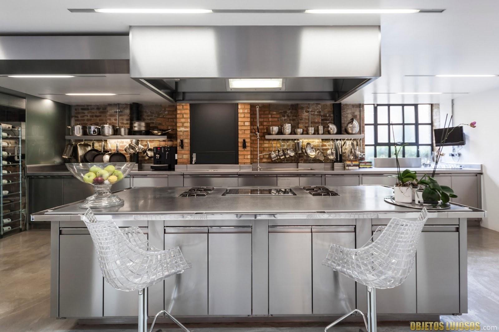 cocina lujosa amplia