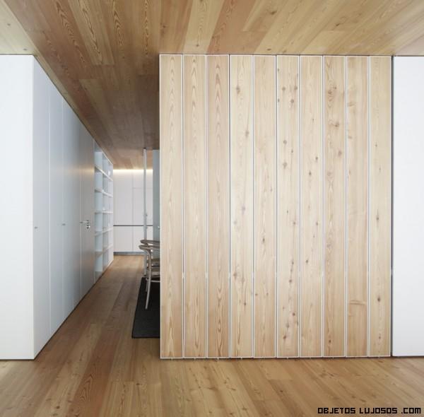 Casa ch un estilo contempor neo - Divisiones en madera ...