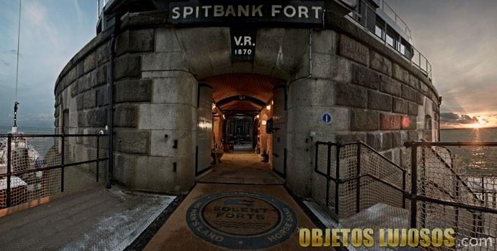 entrada al hotel fortaleza Spitbank