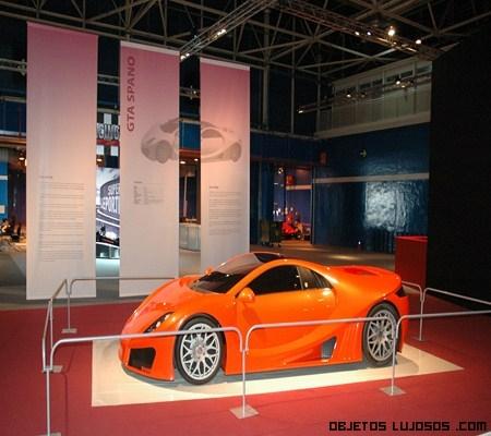 Exposición de coches lujosos en Madrid
