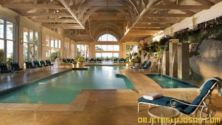 Interiores de hoteles lujosos for Piscina lujo
