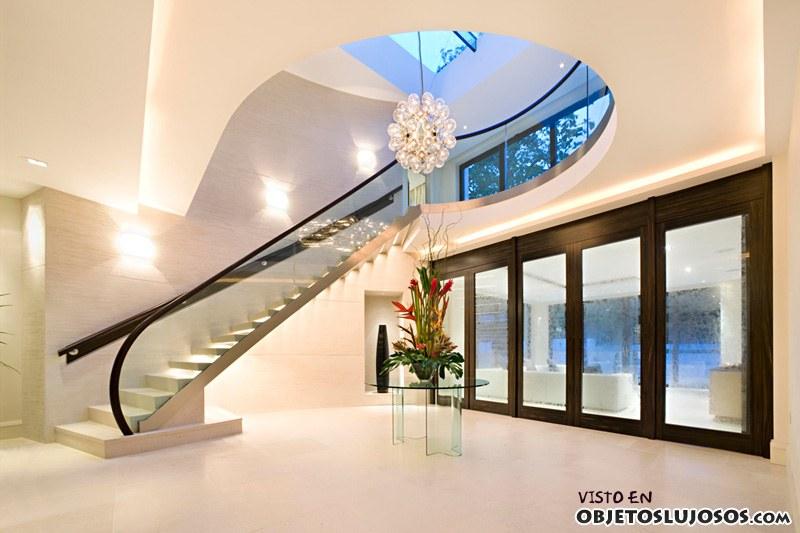 Interiores con grandes escaleras de lujo for Lujo interiores minimalistas