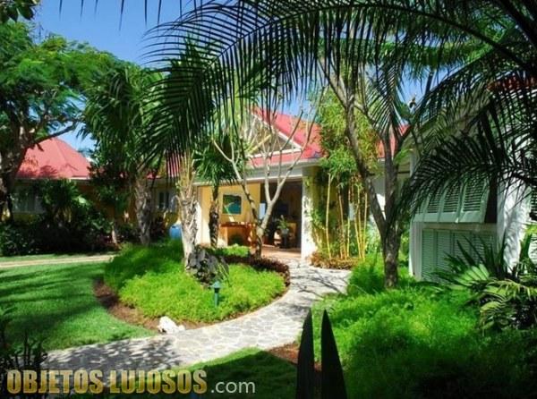 Una mansión con pinceladas caribeñas y con sorpresa