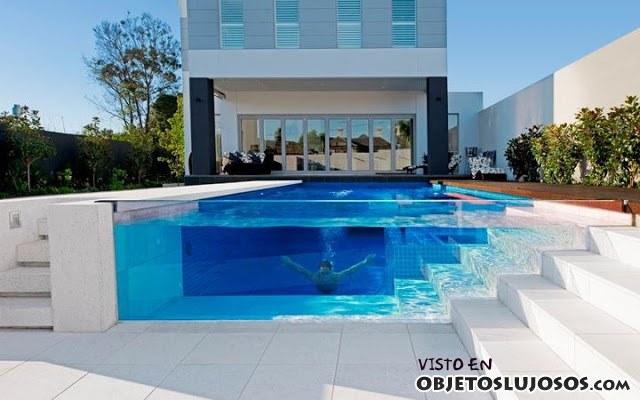 Incre bles piscinas en casas de lujo for Casas de lujo con jardin y piscina