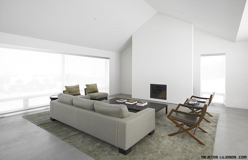 Casa minimalista en la nieve for Casa minimalista interior blanco