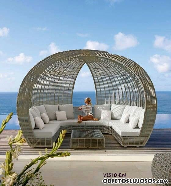 sofás en las terrazas de lujo