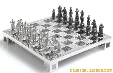 Tablero de ajedrez de oro y diamantes