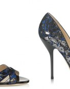 Jimmy Choo añade pinceladas azules y grises a sus complementos